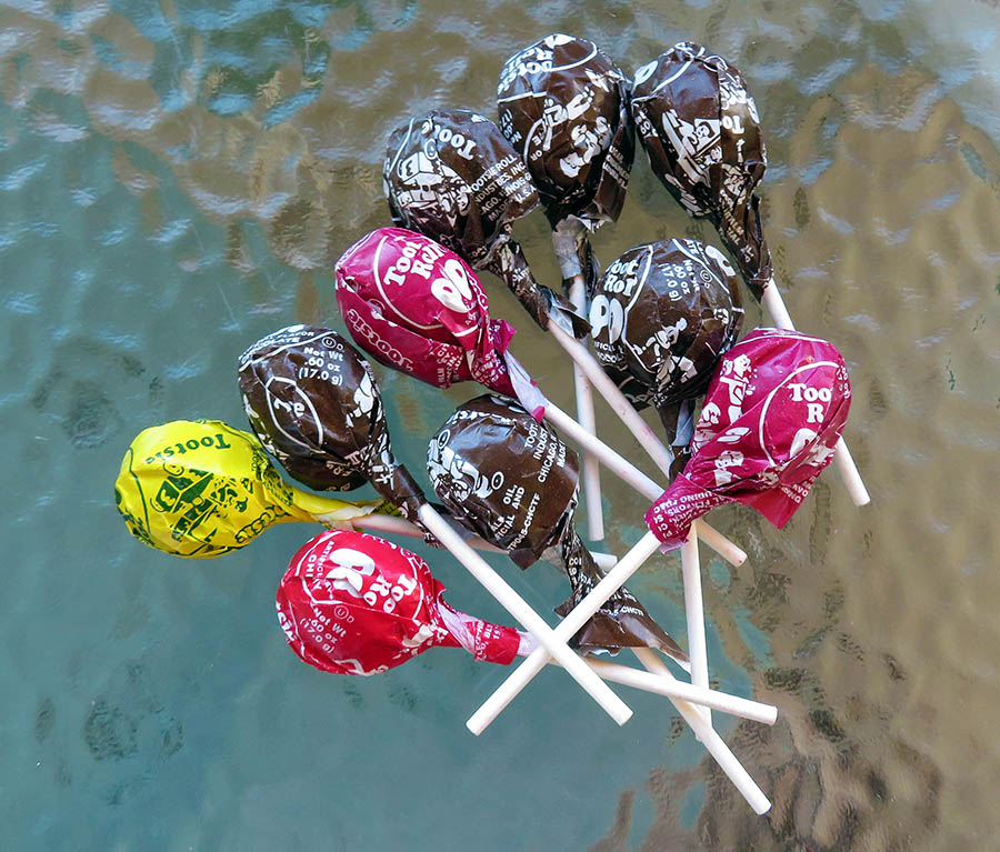 Healthier Candy Options to Snag This Halloween  |Root Beer Tootsie Pops