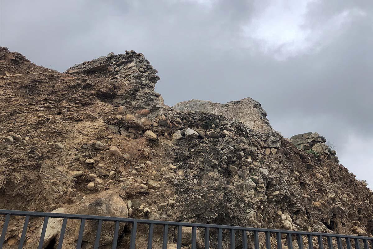 Life Among the Ruins / La Vida Entre las Ruinas